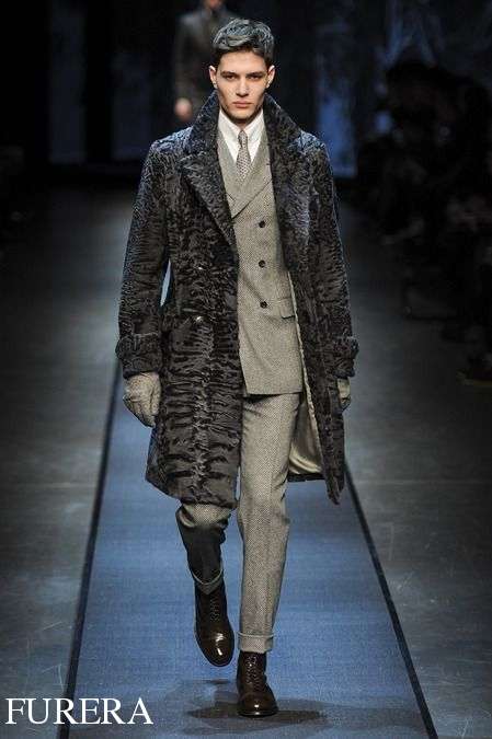 купить пальто из каракуля